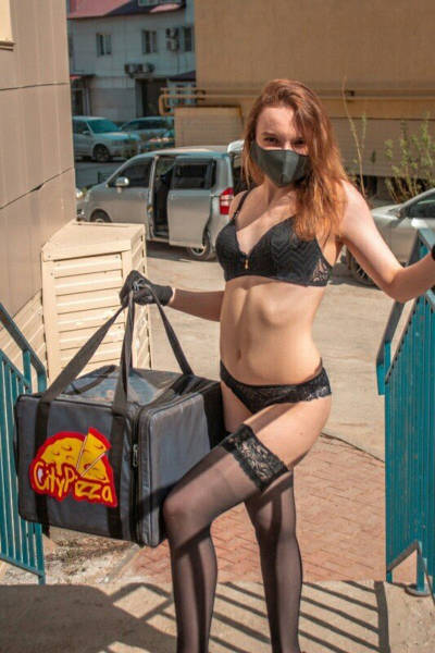 Striptease Dancers From Russia Were Left Without Work And Became Delivery Girls Instead