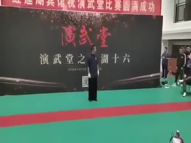 Taijiquan Master Against Sanda Enthusiast