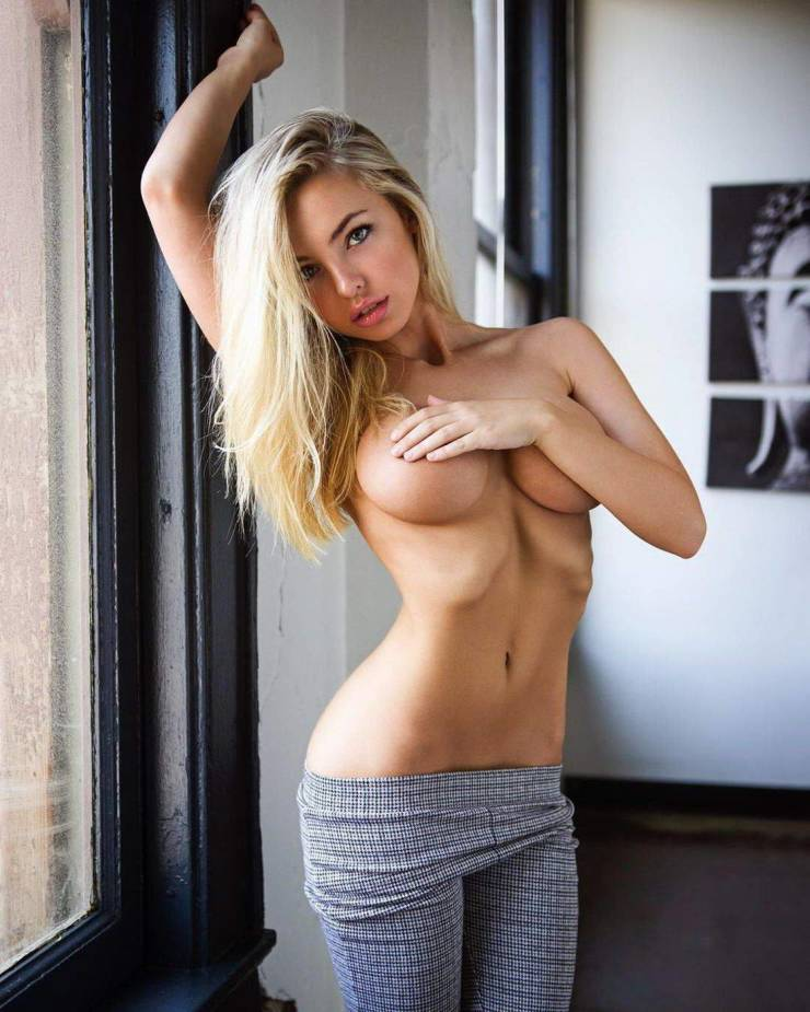 https://izispicy.com/img/img13/20200702/640/hands_are_hands_down_the_best_bras_640_high_12.jpg