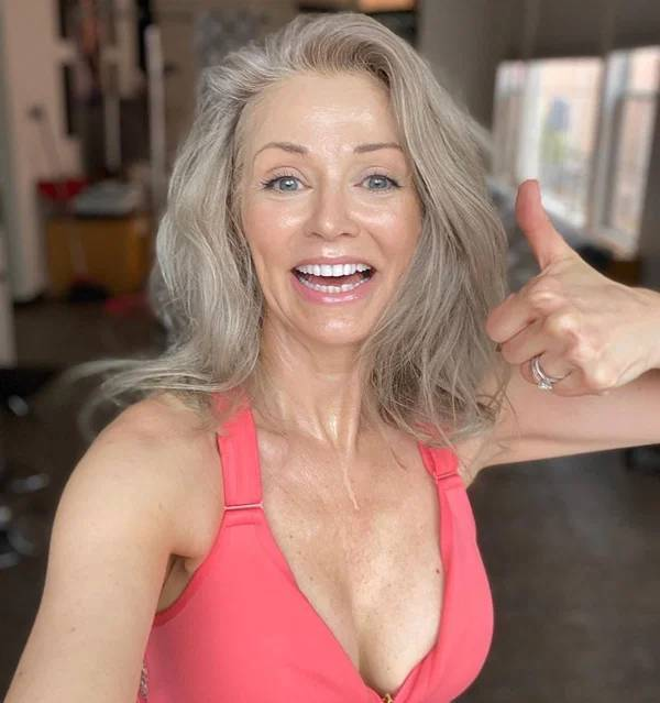 """Kathy Jacobs Debuts As A """"Sports Illustrated Swimsuit"""" Model, And She's 56!"""