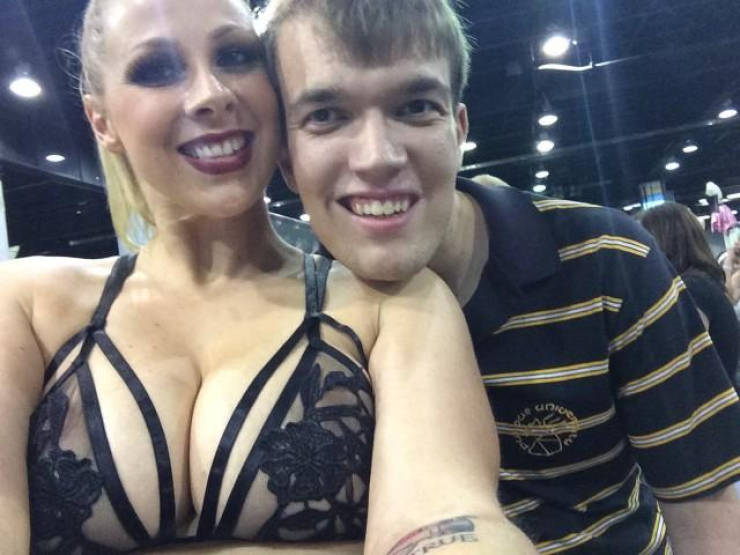Guy Takes Photos With All Of His Favorite Stars – Porn Stars