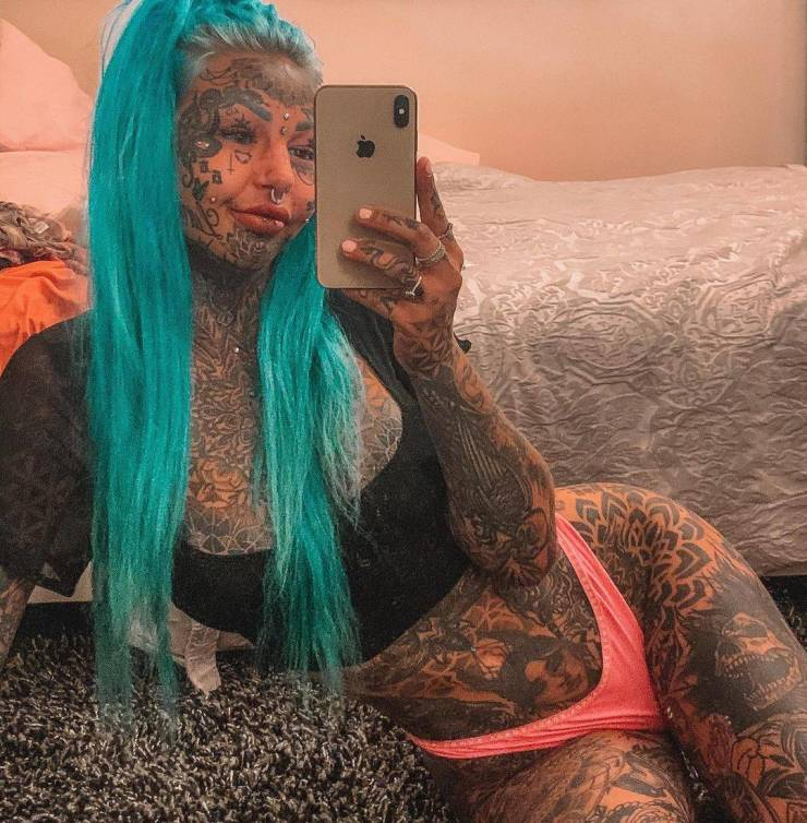 """Australian Model Who Became Famous Because Of Her Full-Body Tattoos Had A """"Not Very Legal"""" Source Of Side Income…"""
