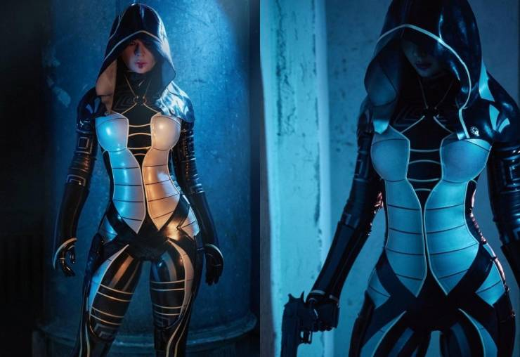 This Russian Cosplay Girl Knows Her Stuff!