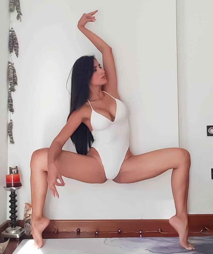 These Girls Are So Flexible!