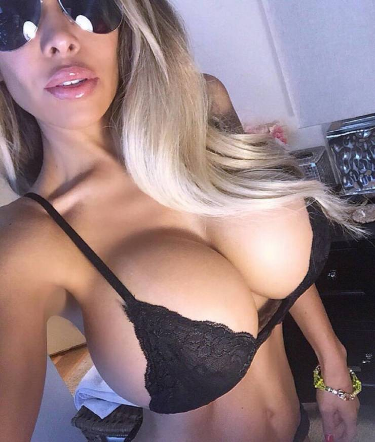 Side Boobs For Everyone!