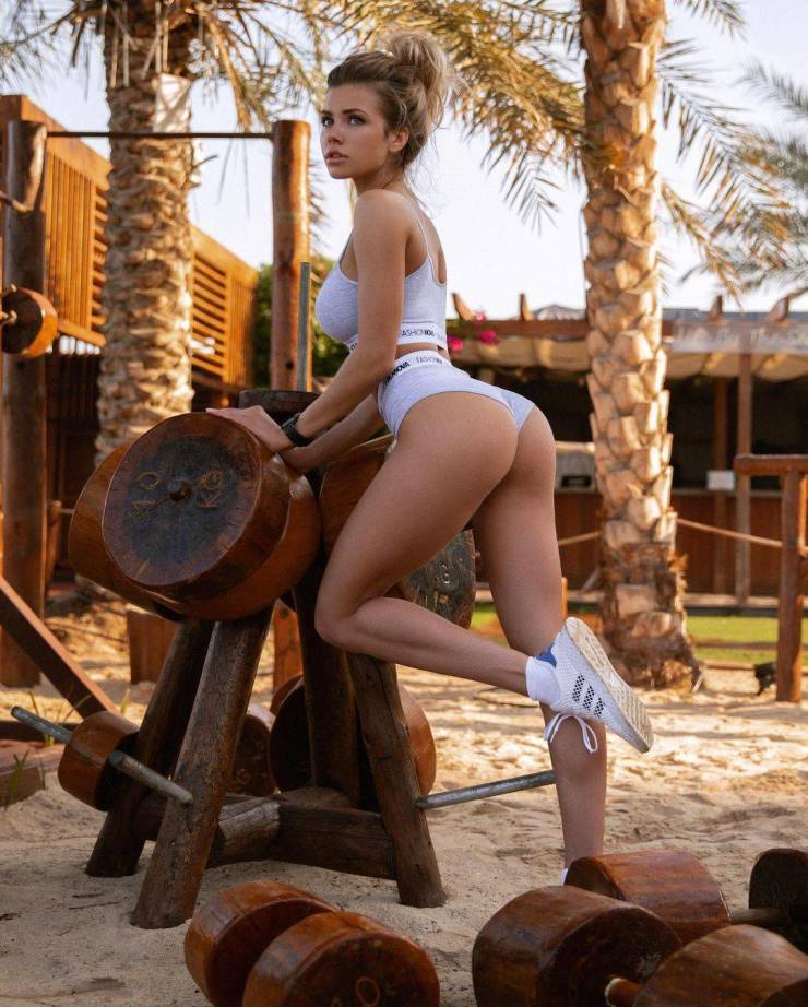Russian Model Nata Lee And Her Sexy Photos