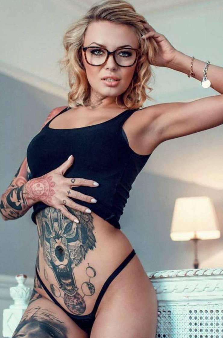 Pretty Girls And Tattoos