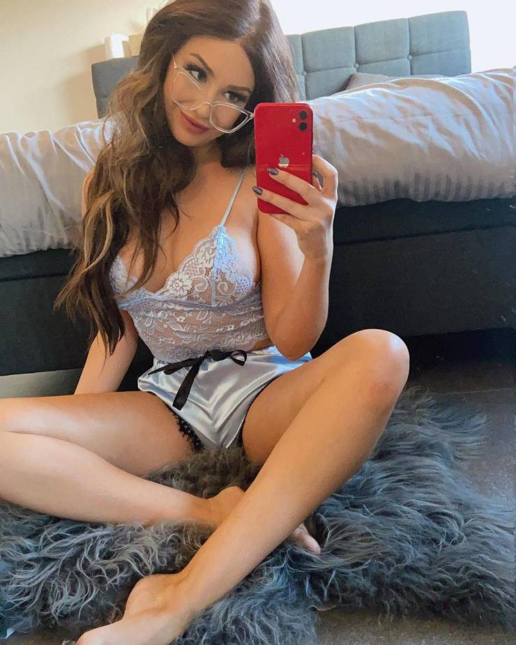 """Teacher Gets Fired After Her """"OnlyFans"""" Clip With Student Goes Viral"""