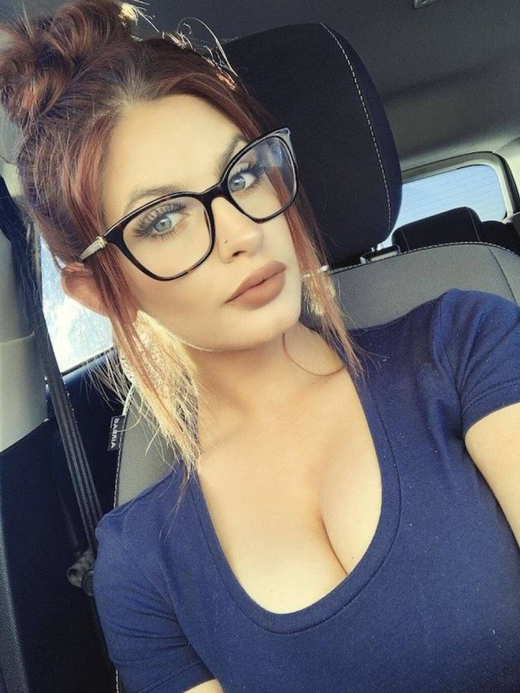 Pretty Girls Wearing Glasses