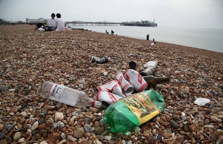 UK Left Covered In Tons Of Garbage As First Warm Days Of The Year Coincide With Loosening Of Quarantine Restrictions