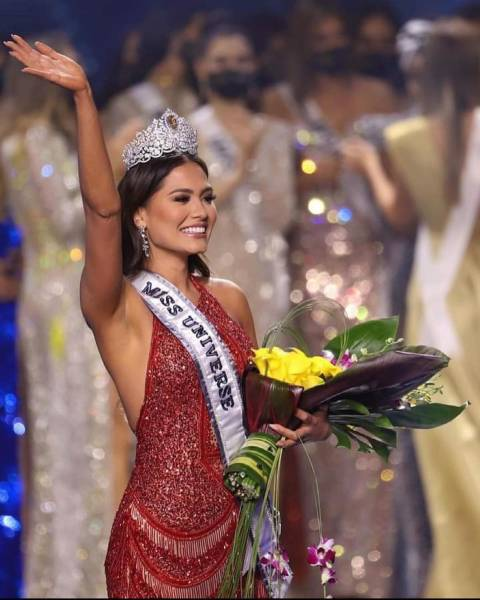 """Software Developer From Mexico Becomes """"Miss Universe 2021"""""""