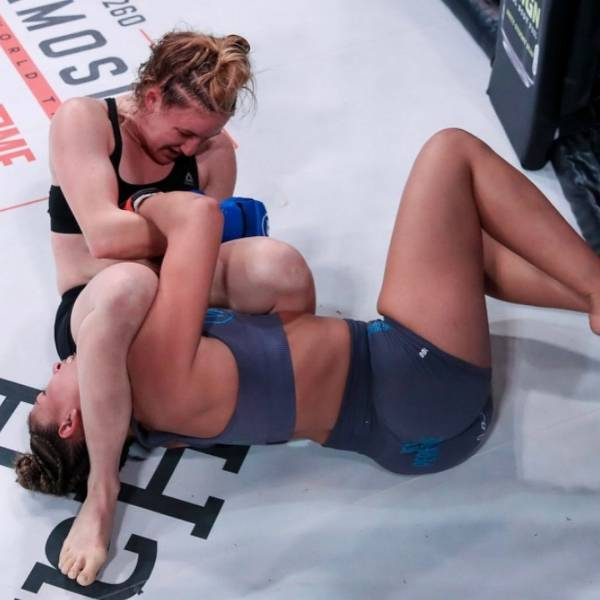 """Female MMA Fighter """"Celebrates"""" Her First Loss With An Explicit Photoshoot"""
