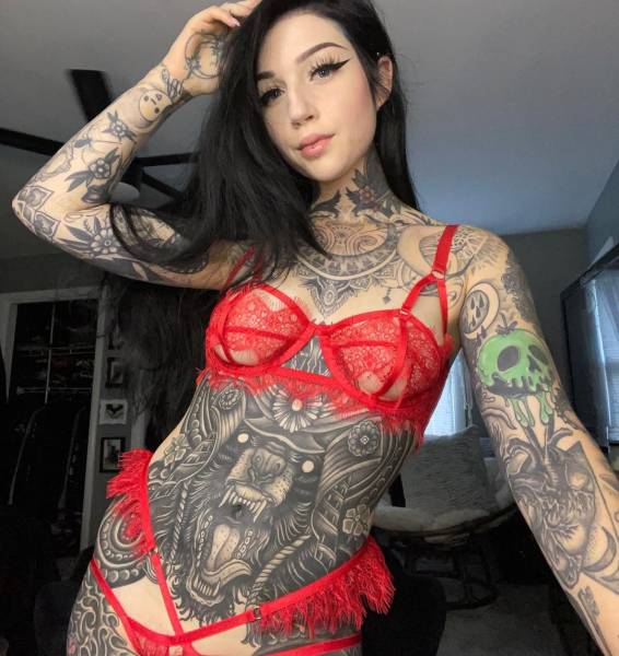 2016 Vs 2021: Tattoo Model Shows How She Looked Five Years Ago