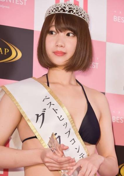 Japanese Women Are Into Butt Contests Now Too!