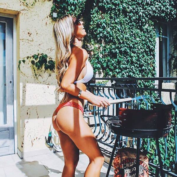Beautiful Girls And Grill Is The Perfect Combination