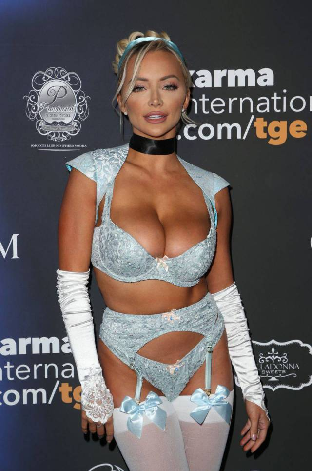 """Lindsey Pelas Was The Hottest Star Of """"Maxim"""" Magazine's Halloween Party!"""