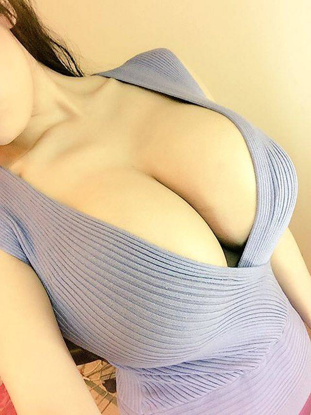 Girls With Beautiful Boobs Are A Mouthwatering Sight