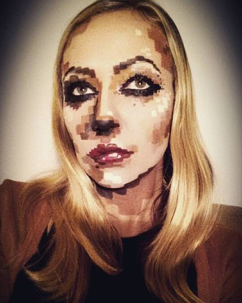 Julia Is Scarily Good With Halloween Makeup
