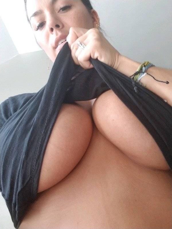 Braless Girls Let Their Boobs Hang Free