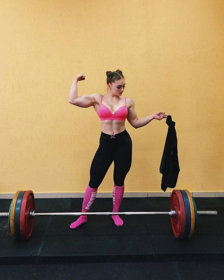 This Girl Manages To Be Incredibly Cute And Incredibly Muscular At The Same Time