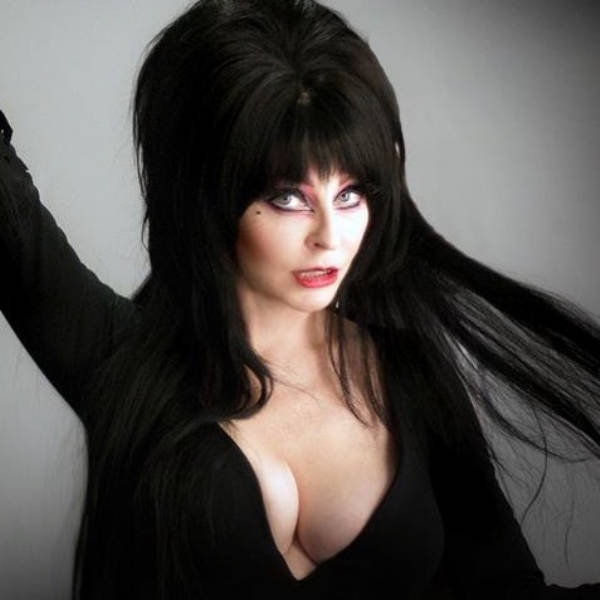Elvira Knows How To Be Both Sexy And Spooky
