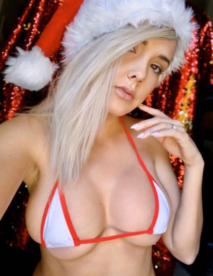 Santa Is So Sexy This Year!