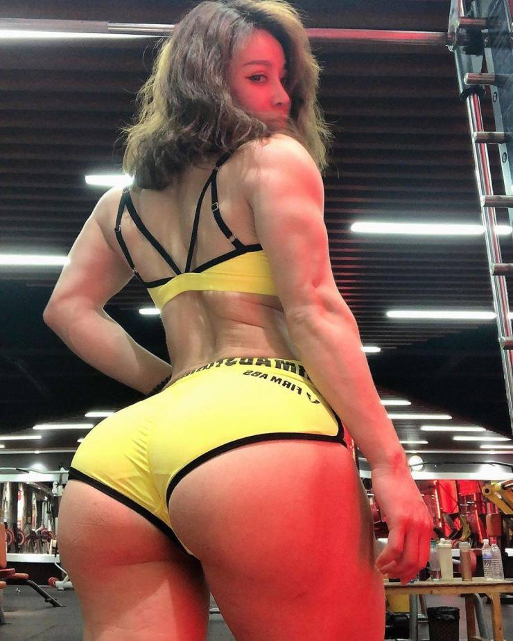 This Chinese Nurse Girl Is Also A Bodybuilder!