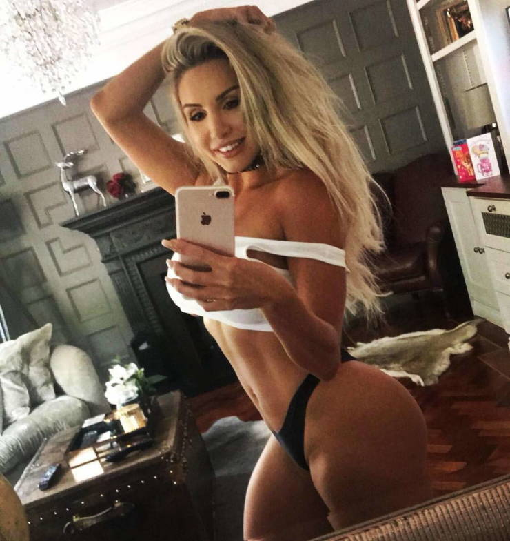 This British Woman Knows How To Work From Home!