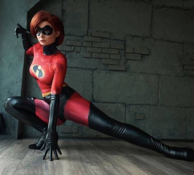 Jannet Knows A Thing Or Two About Cosplay