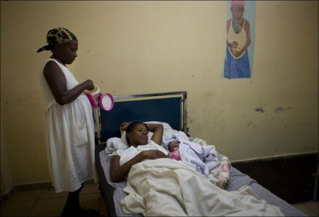 Giving birth in Haiti (15 pics)