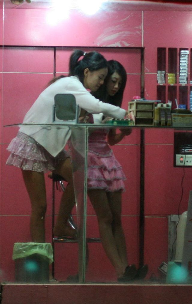 Incredible Taiwanese culture - Betel nut girls (53 pics)