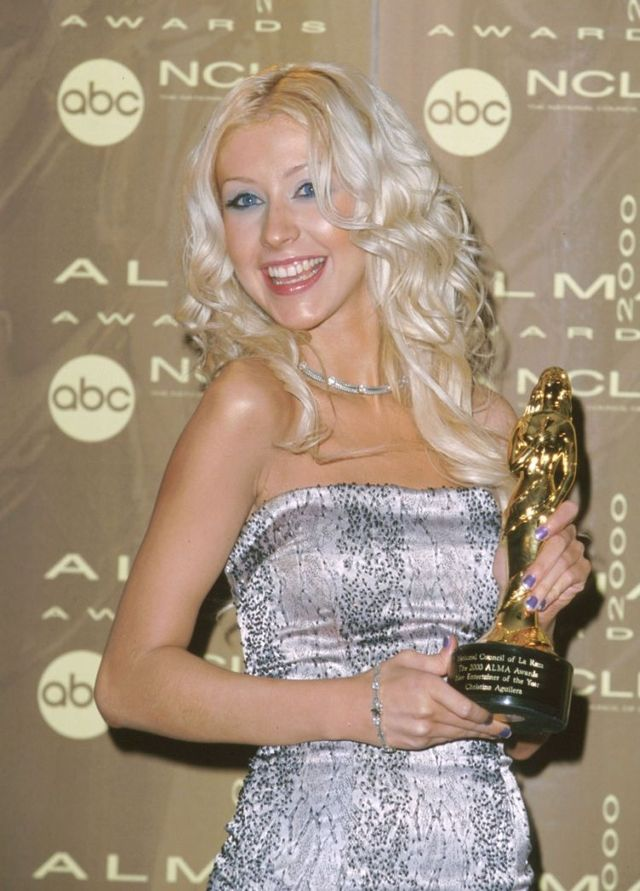 Christina Aguilera in a sexy dress for the ALMA Awards (4 pics)