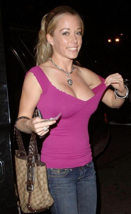 Kendra Wilkinson (9 pics)