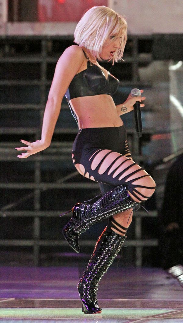 Lady Gaga on concert (9 pics)