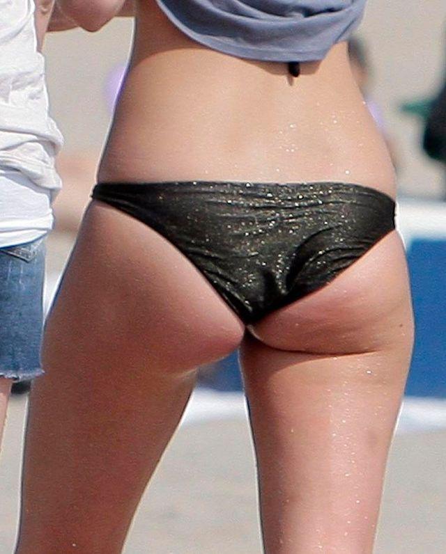 Leighton Meester on the beach (9 pics)