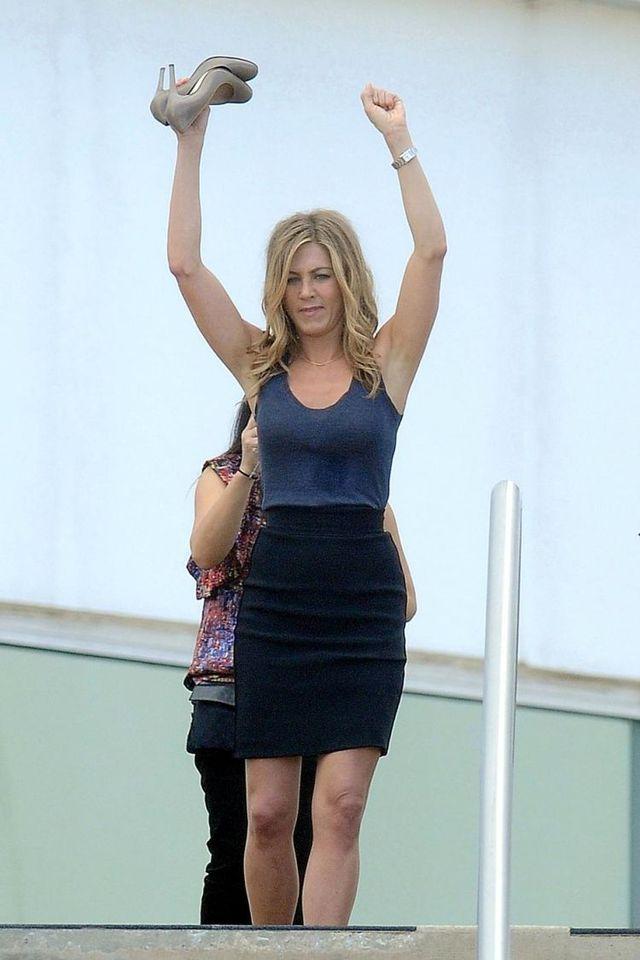 "Jennifer Aniston shooting scenes for her new movie ""Bounty Hunter"" (7 pics)"