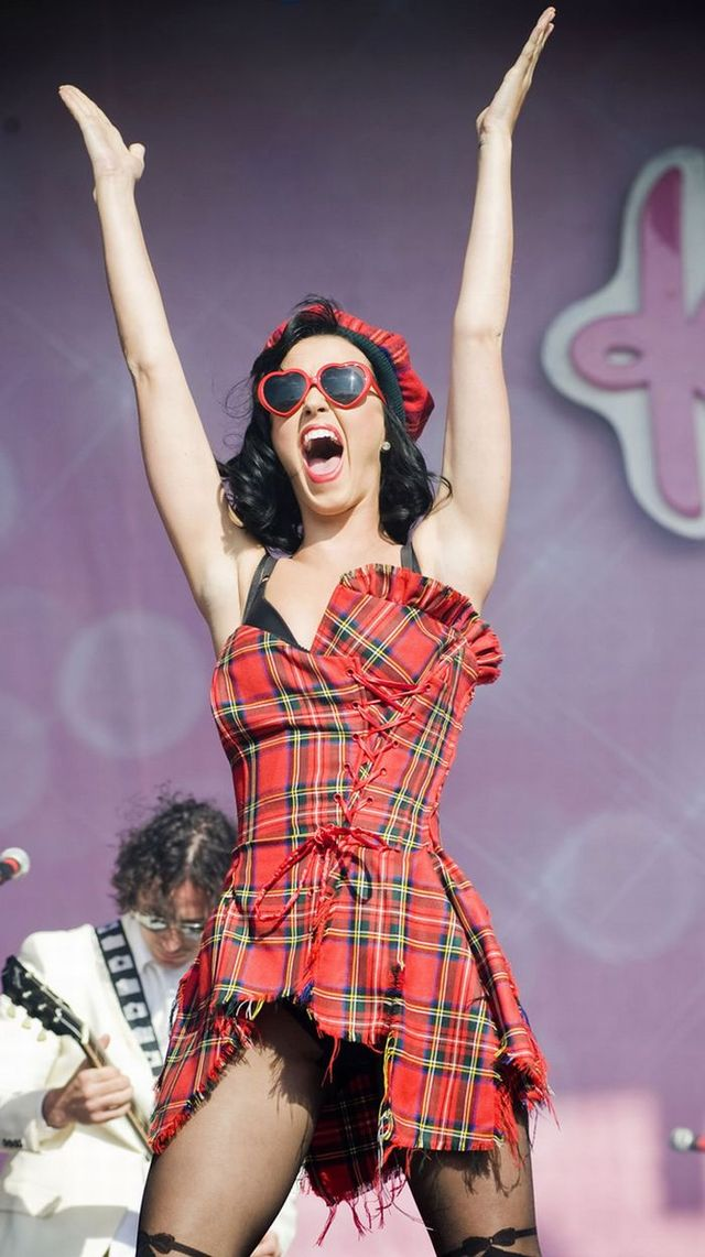 """Katy Perry performing at the """"T in the Park"""" music festival in Kinross, Scotland (20 pics)"""