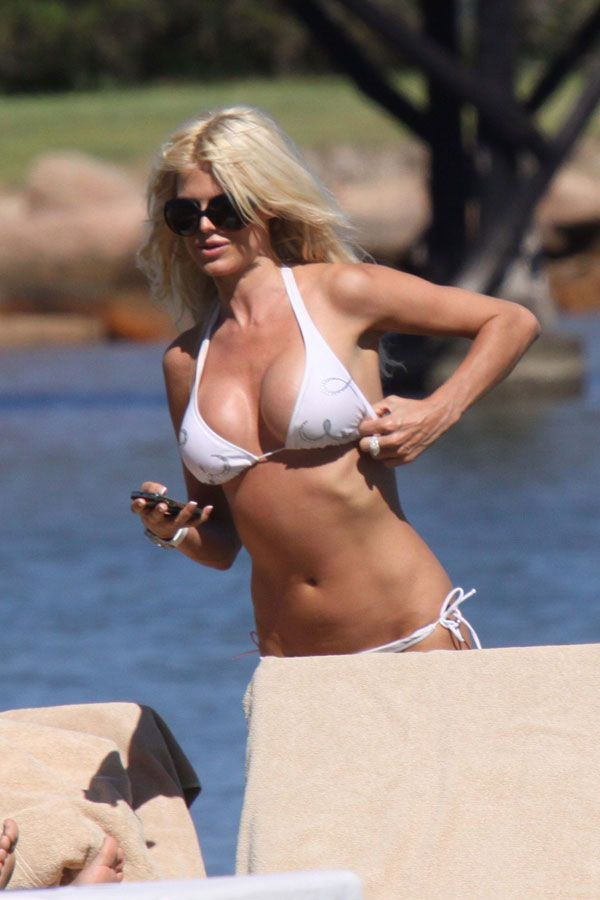Victoria Silvstedt in her white bikini of the day (13 pics)