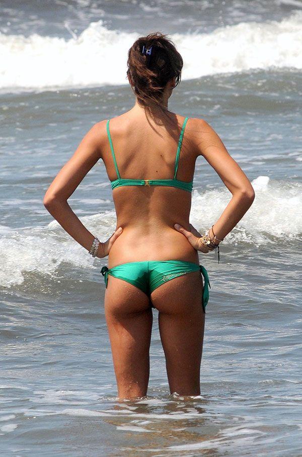 Elisabetta Gregoraci in bikini (6 pics)