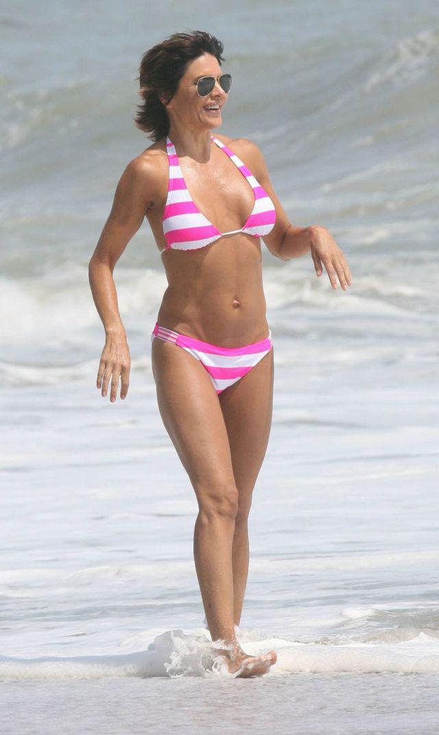 The 46-year old Lisa Rinna in bikini (12 pics)