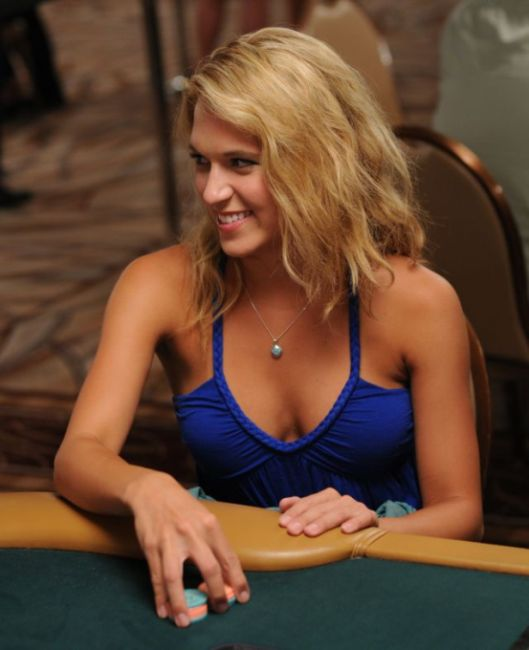 Girls of the World Series of Poker (27 pics)