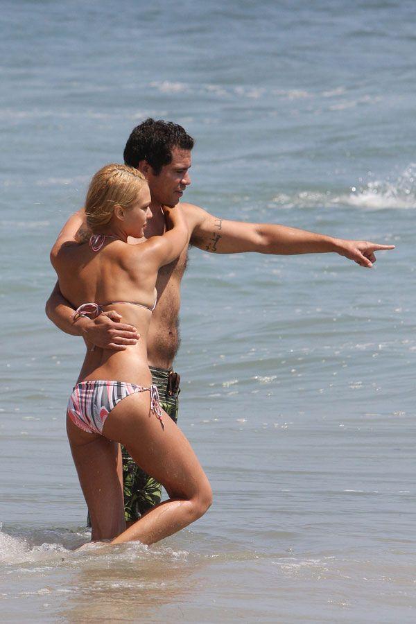 Jessica Alba in bikini on the beach (16 pics)