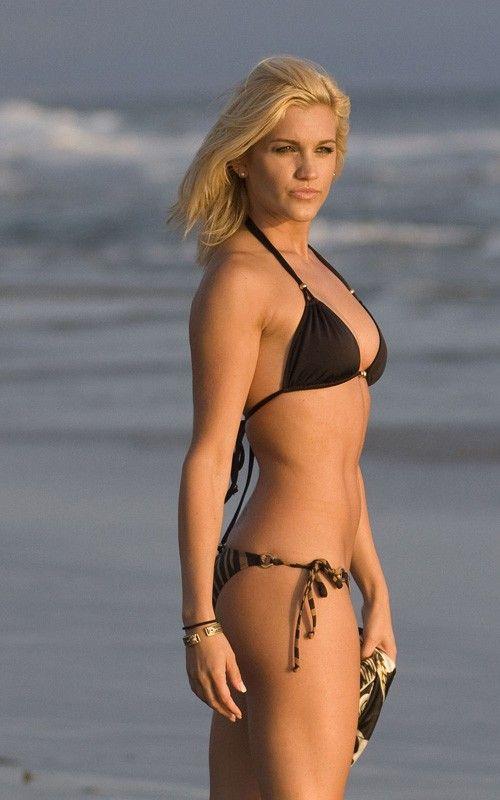 Ashley Roberts of Pussycat Dolls in bikini at Malibu beach (10 pics)