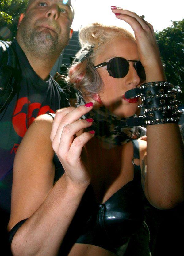 Lady Gaga playing dramatic (12 pics)