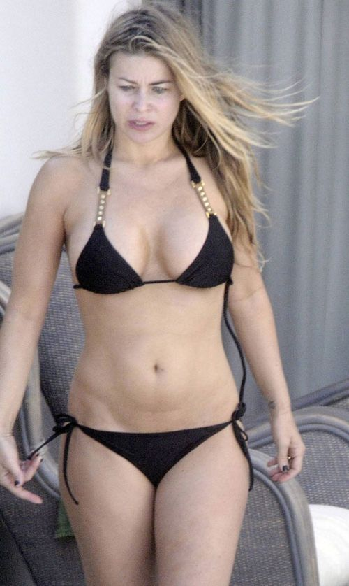 Carmen Electra without make-up in bikini (6 pics)