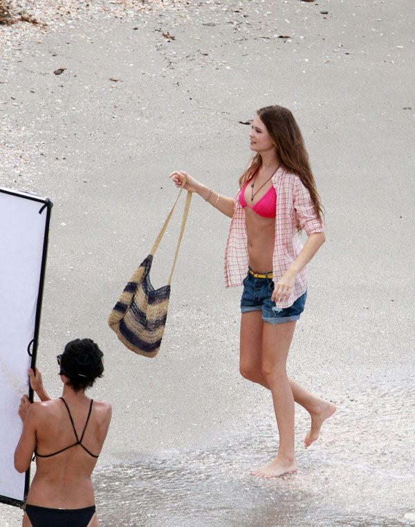 A photo shoot on the beach. I wonder who are Abbey Kershaw and Behati Prinsloo? (11 pics)