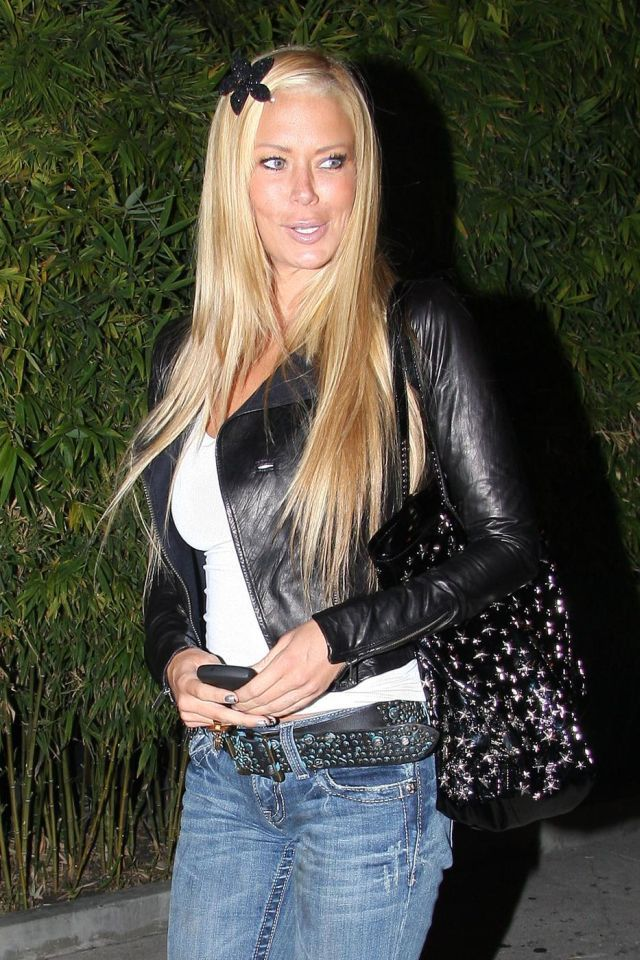 Jenna Jameson's first come out into the world after her twins were born (7 pics)