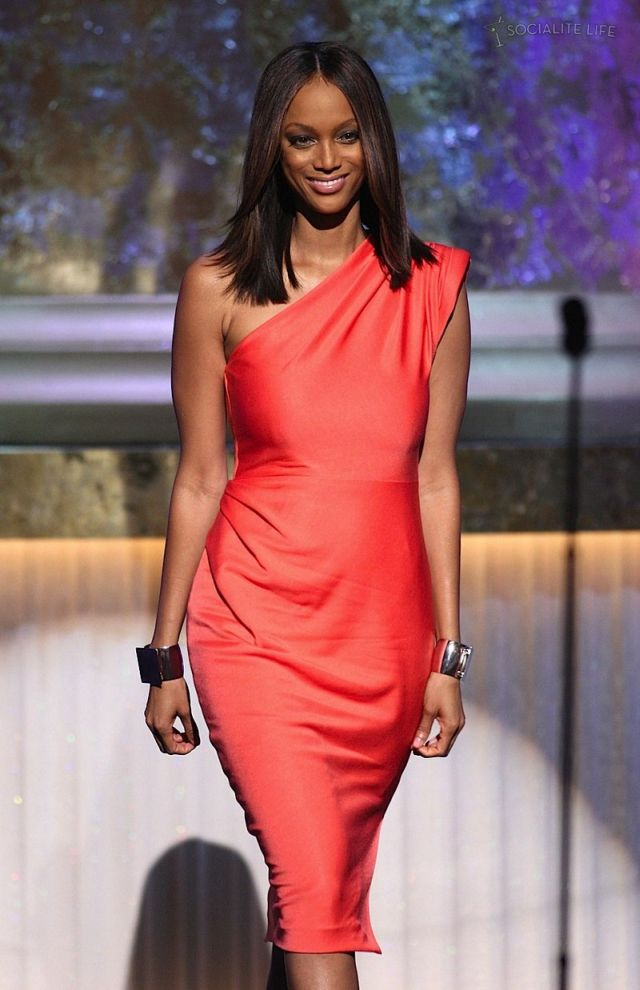 Tyra Banks at the 2009 Daytime Emmy Awards (9 pics)