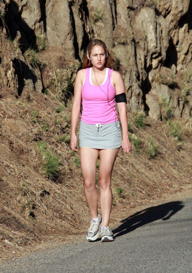 Leelee Sobieski (6 pics)