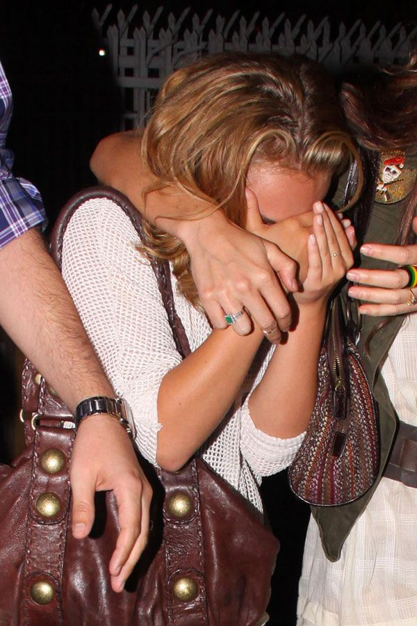 Hayden Panettiere hiding her face from paparazzi after leaving a club where she can't be legally for now (6 pics)
